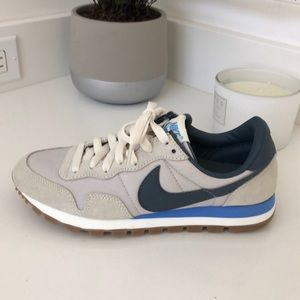 Nike old school t shoes